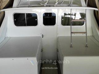 Bertram yacht 31 flybridge