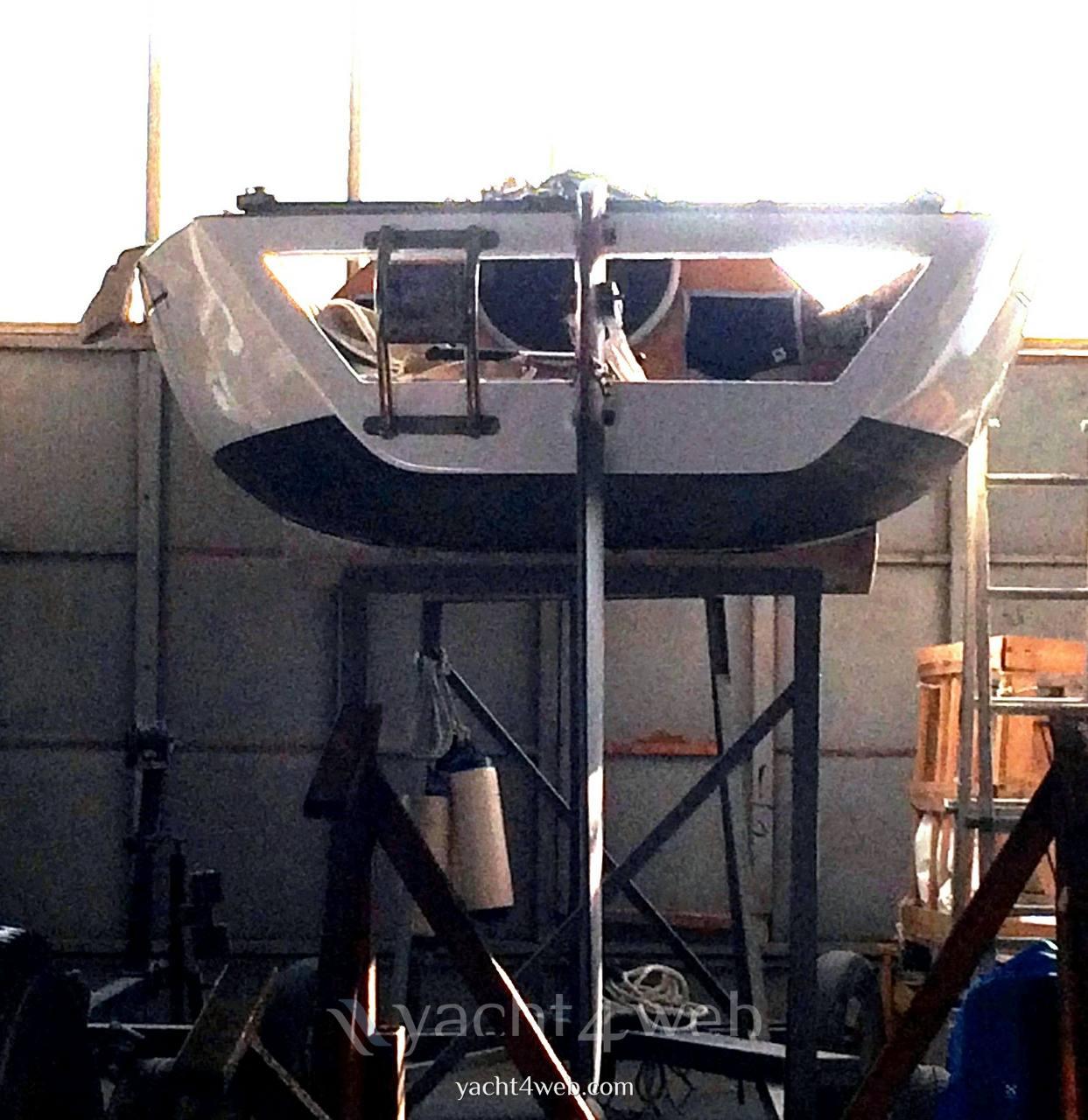 Mastro-d-ascia Spectre 20 day sailer sailing boat