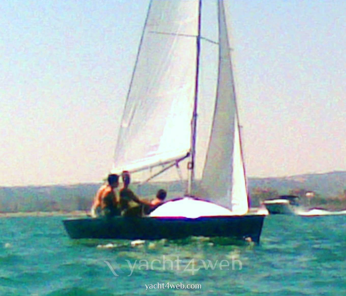 Mastro-d-ascia Spectre 20 day sailer
