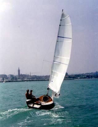 Mastro-d-ascia Spectre 20 day sailer used