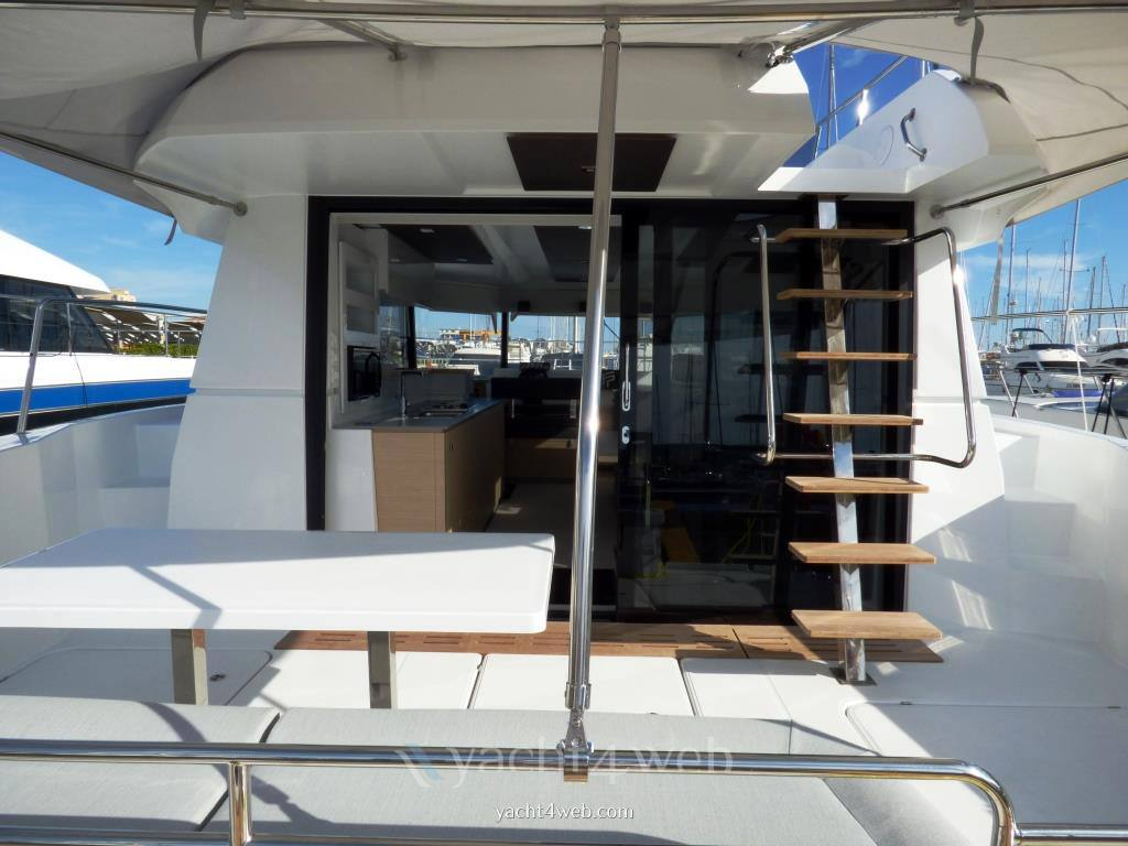 FOUNTAINE PAJOT My 37 Motorboot