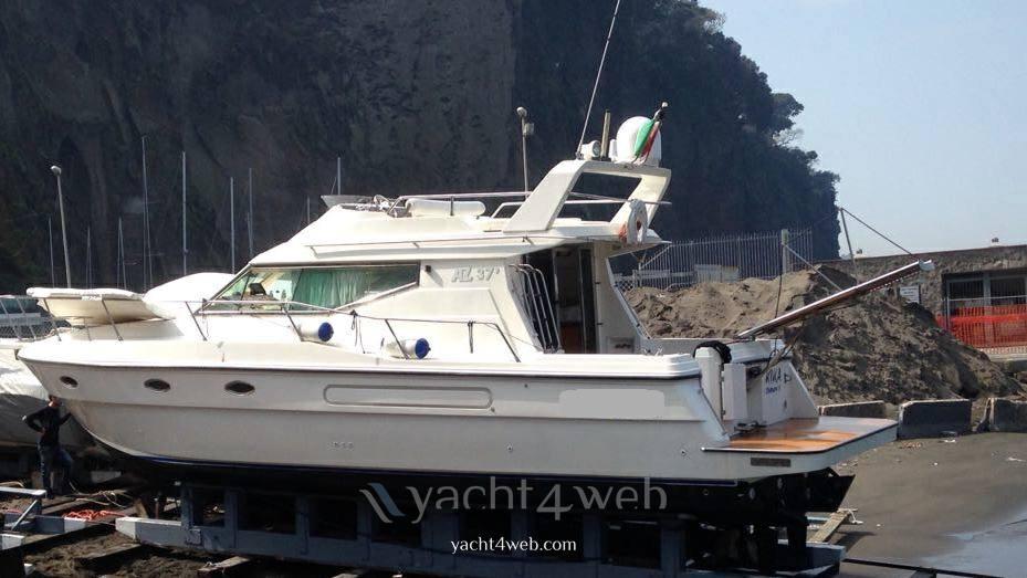 Azimut 37.9 motor boat