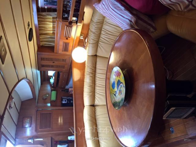 Young Sun Yacht Tayana surprise 45 используется