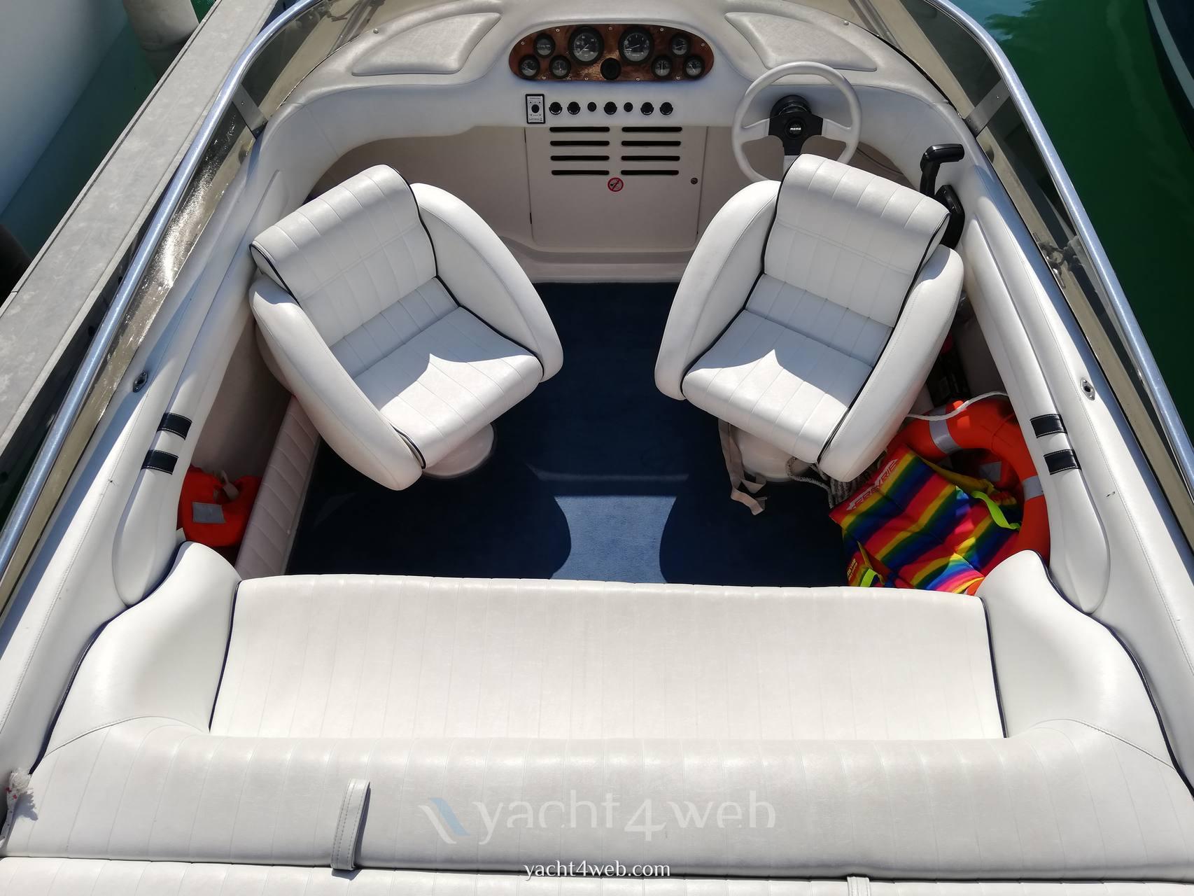 Performance 607 barca a motore
