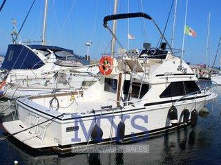 Bertram yacht 28 flybridge cruiser