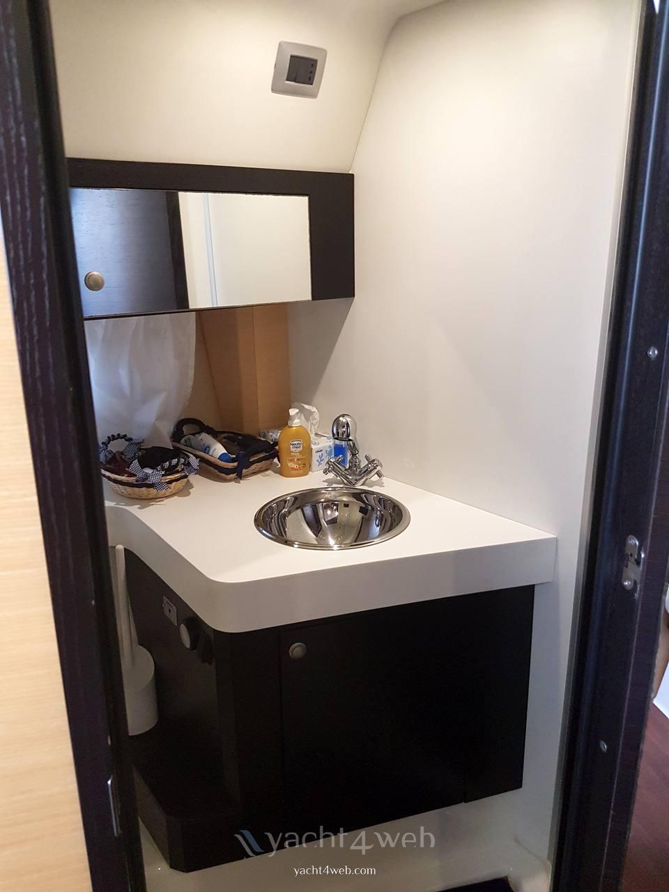 CRANCHI Zaffiro 36 Hygienic service