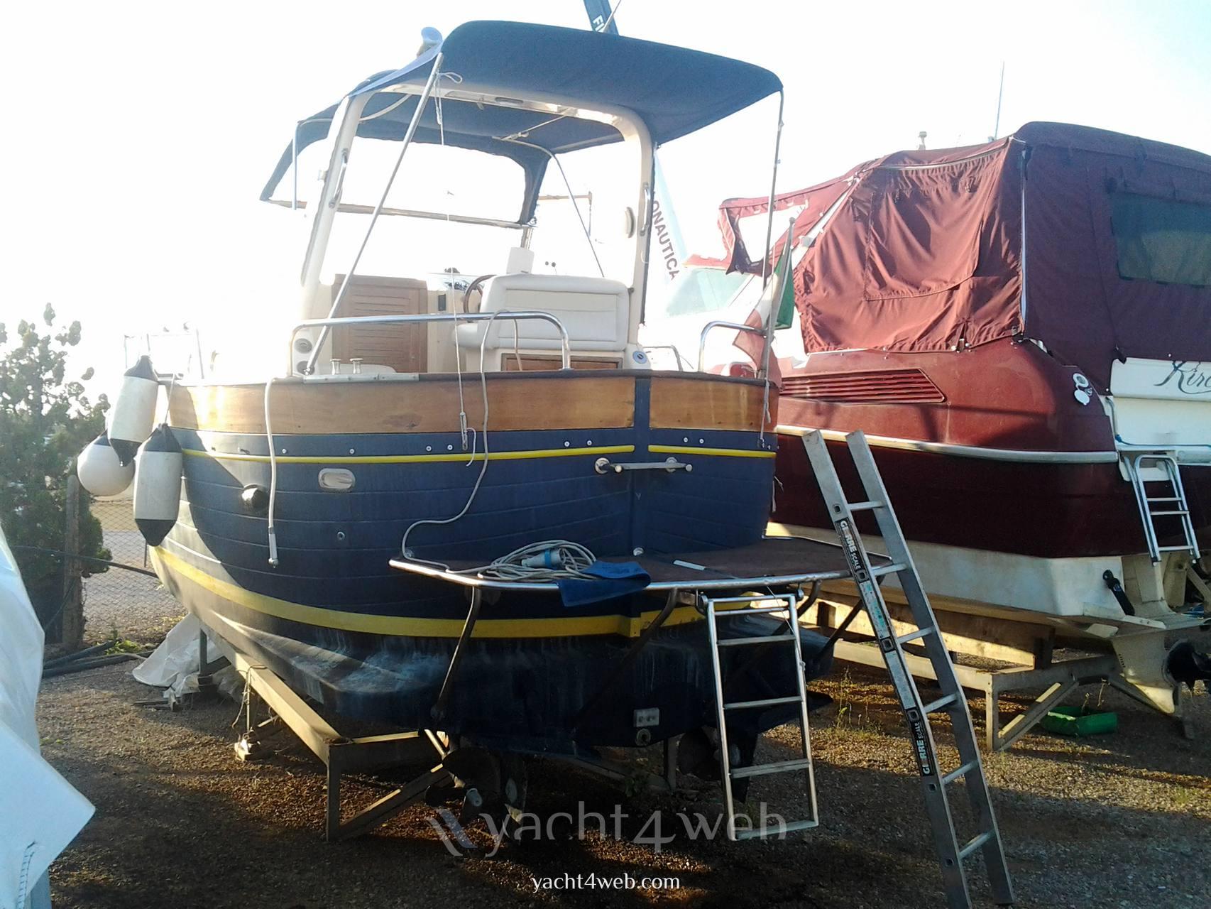 APREA MARE 750 cabin Barca a motore usata in vendita