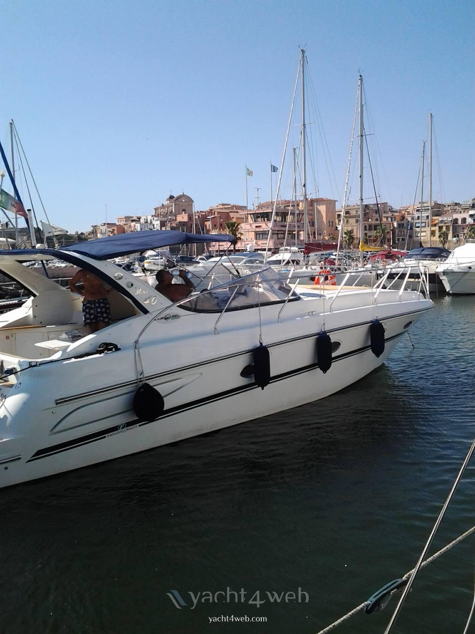 INNOVAZIONE E PROGETTI Mira 40 barco a motor