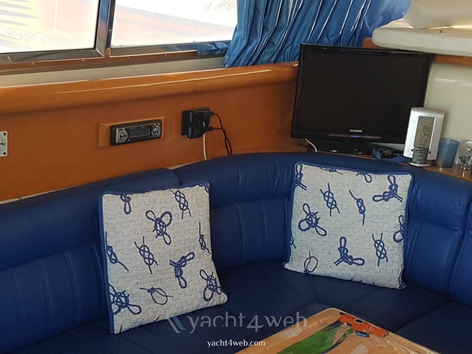 ARS MARE Rs 38 bateau à moteur