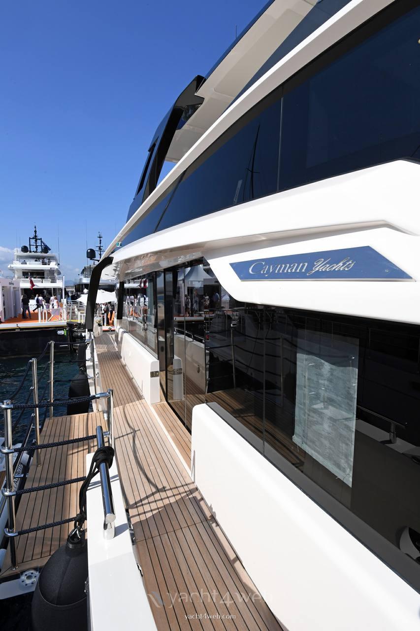 Cayman Yachts F920 motor boat