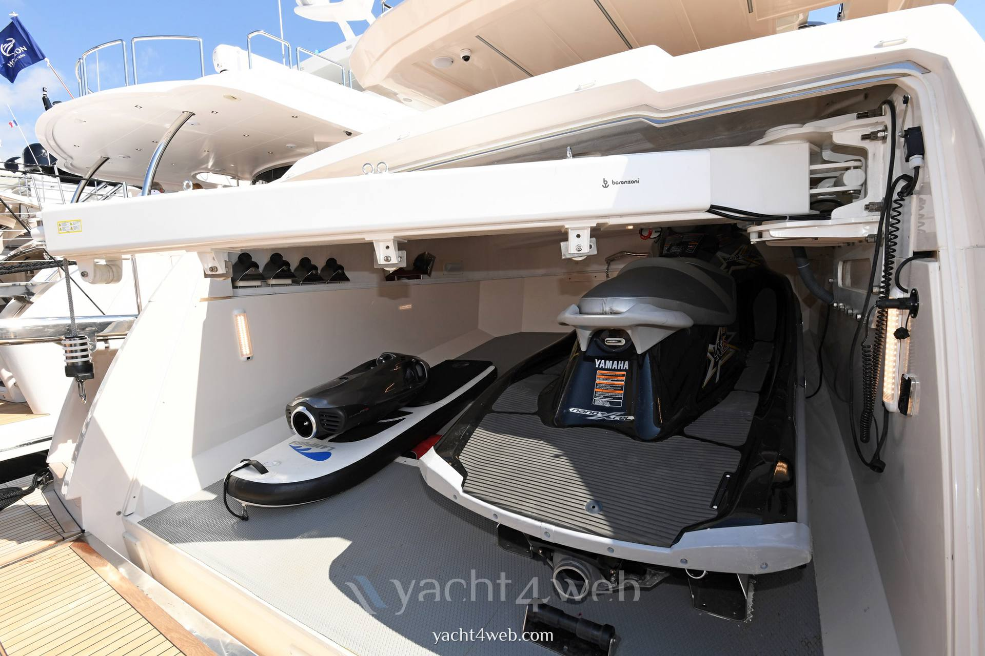 Cayman Yachts F920 2018
