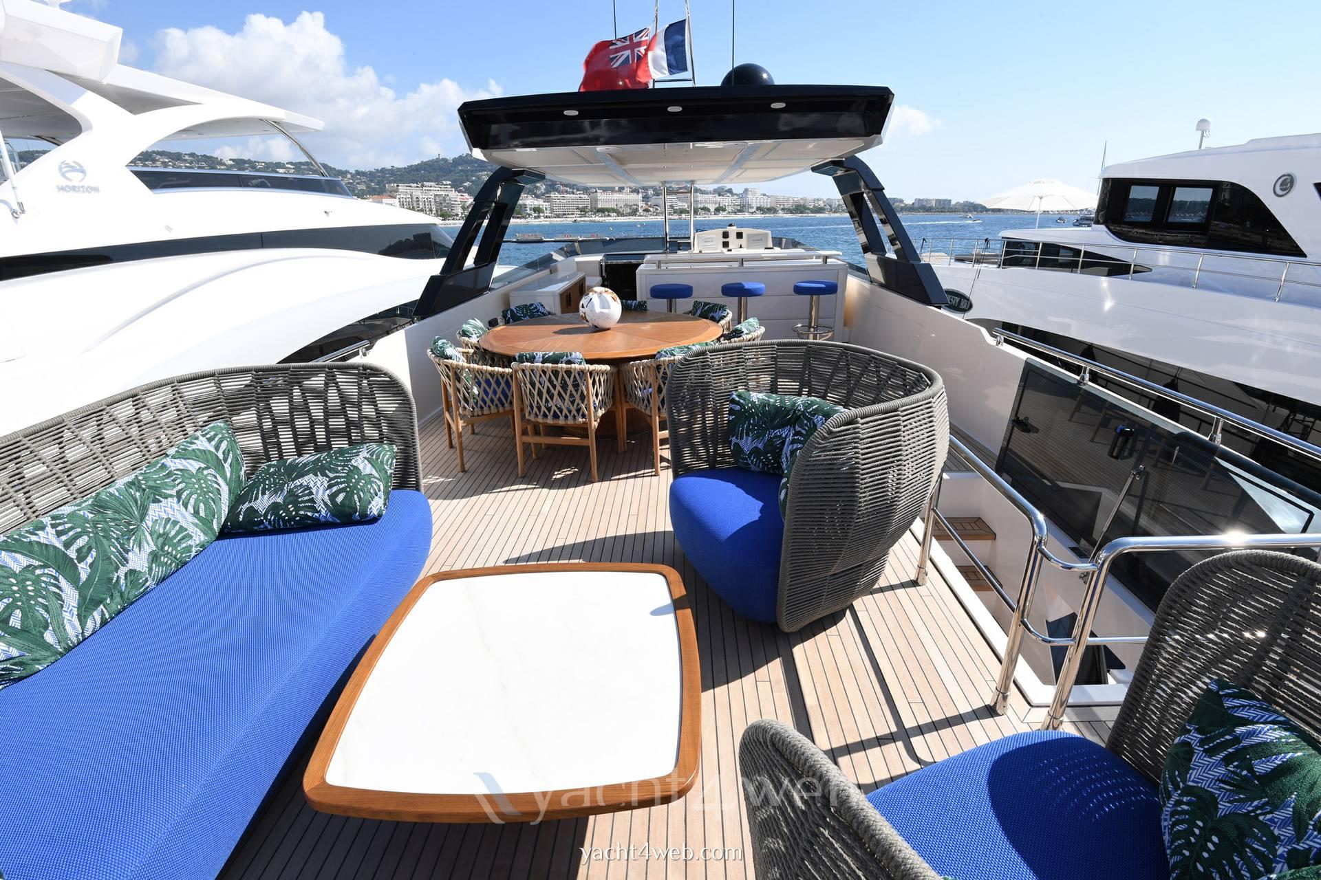 Cayman Yachts F920 Foto