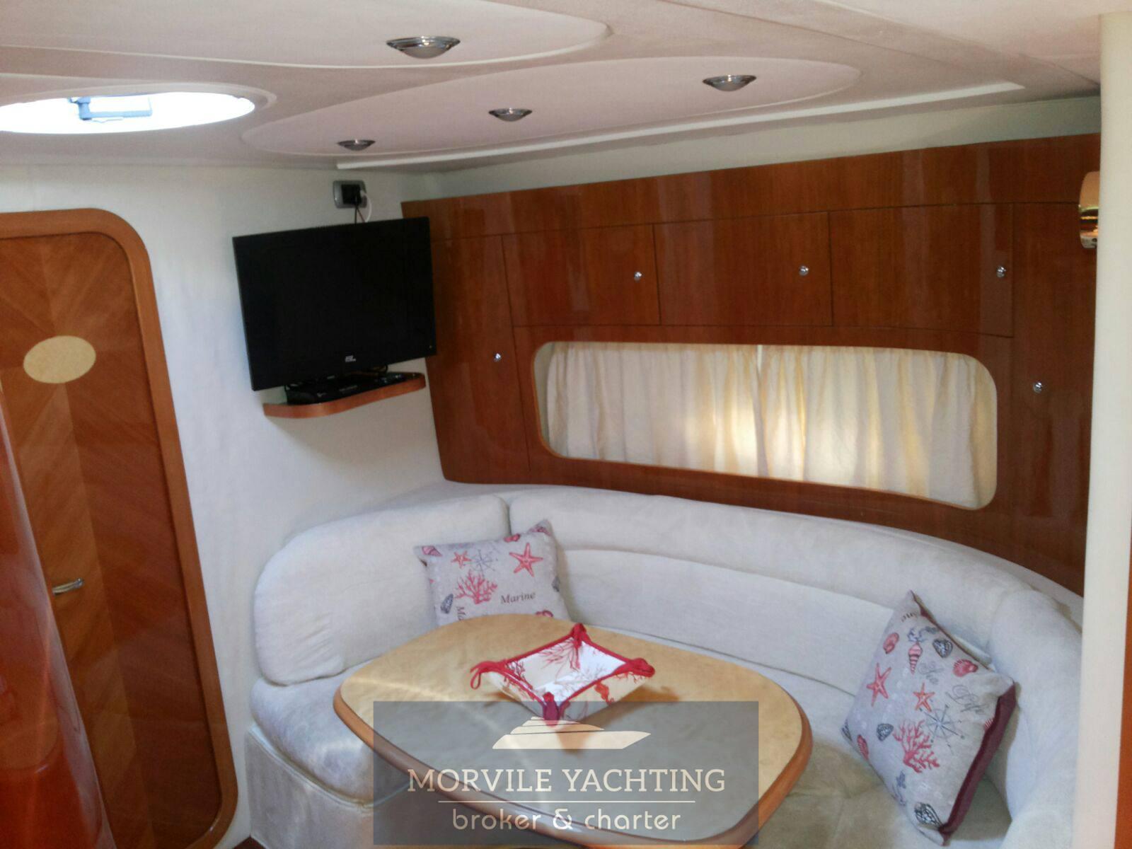 Innovazione e progetti Mira 37 barca a motore