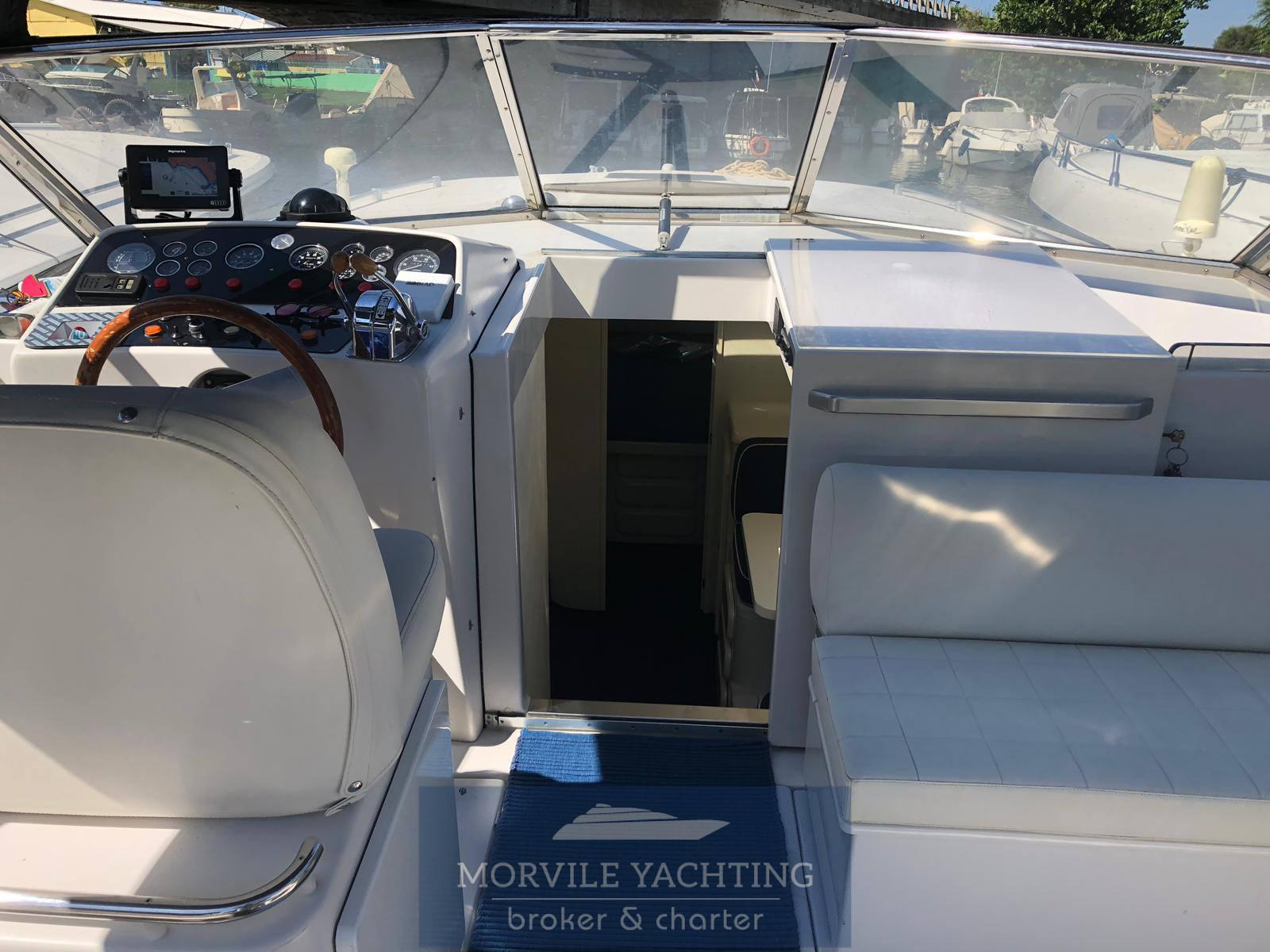 ITAMA 38 bateau à moteur