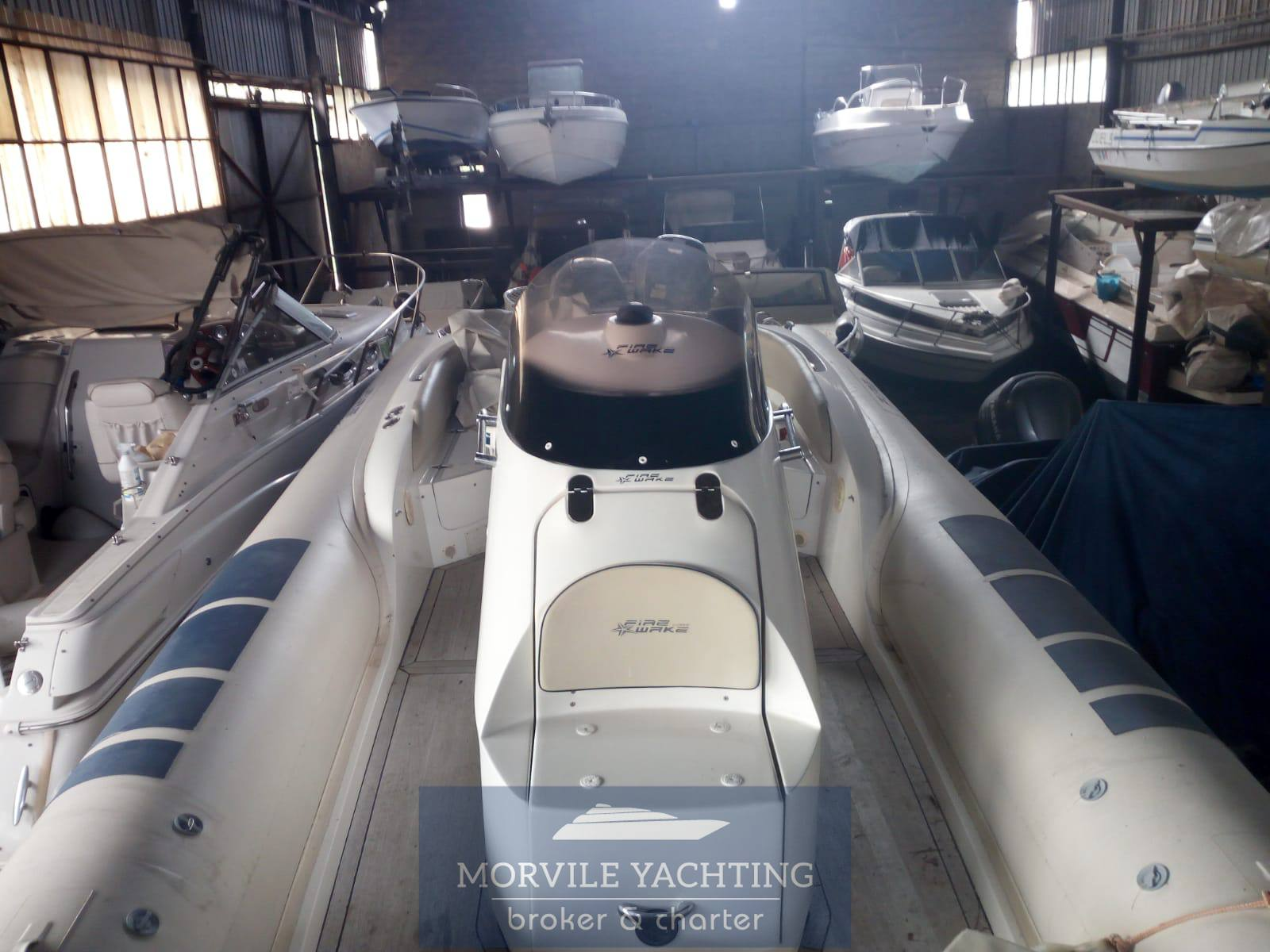 Fire wake boat Elite 100