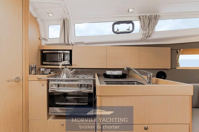 Beneteau Océanis 35.1 Motor boat charter