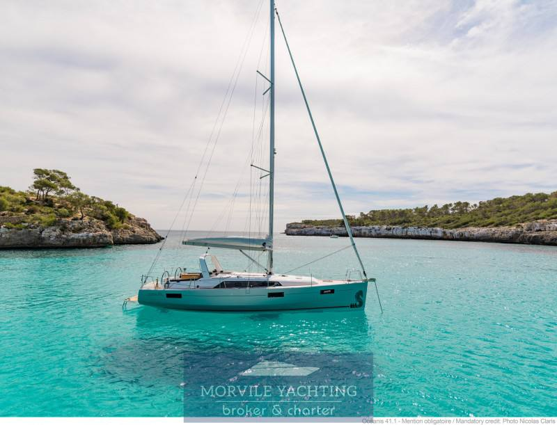 Beneteau Océanis 41.1 Sailing boat charter