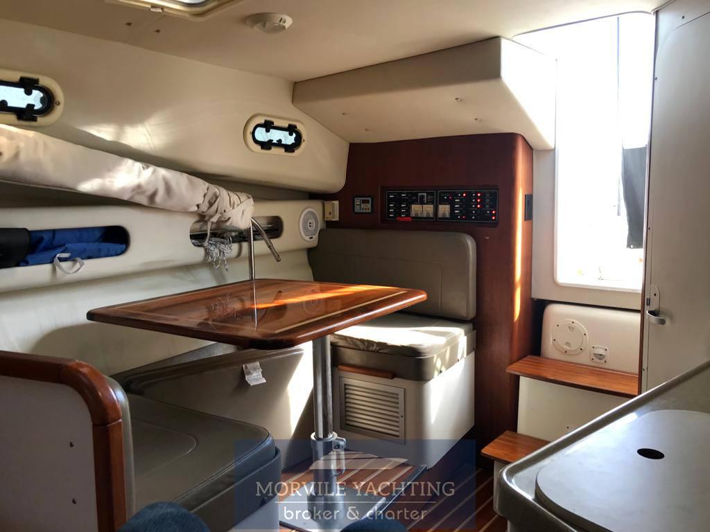 Pursuit 3000 express Моторная лодка