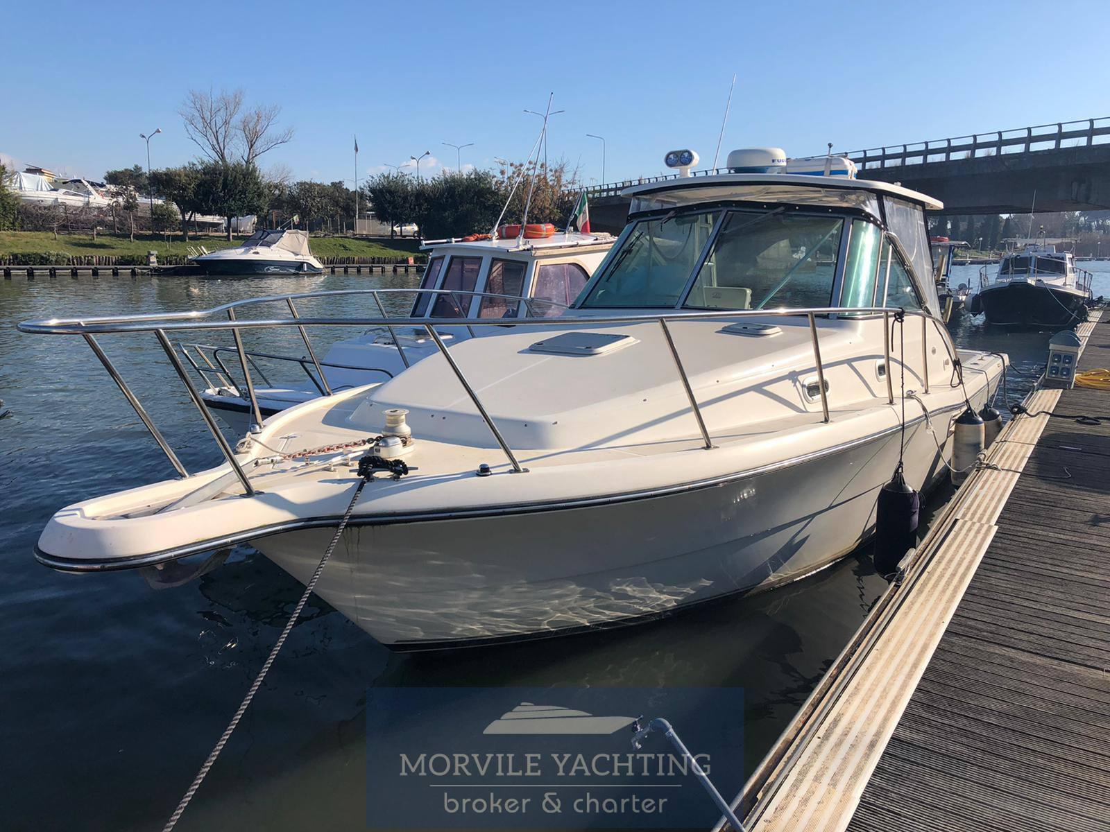 Pursuit 3000 express Моторная лодка используется для продажи