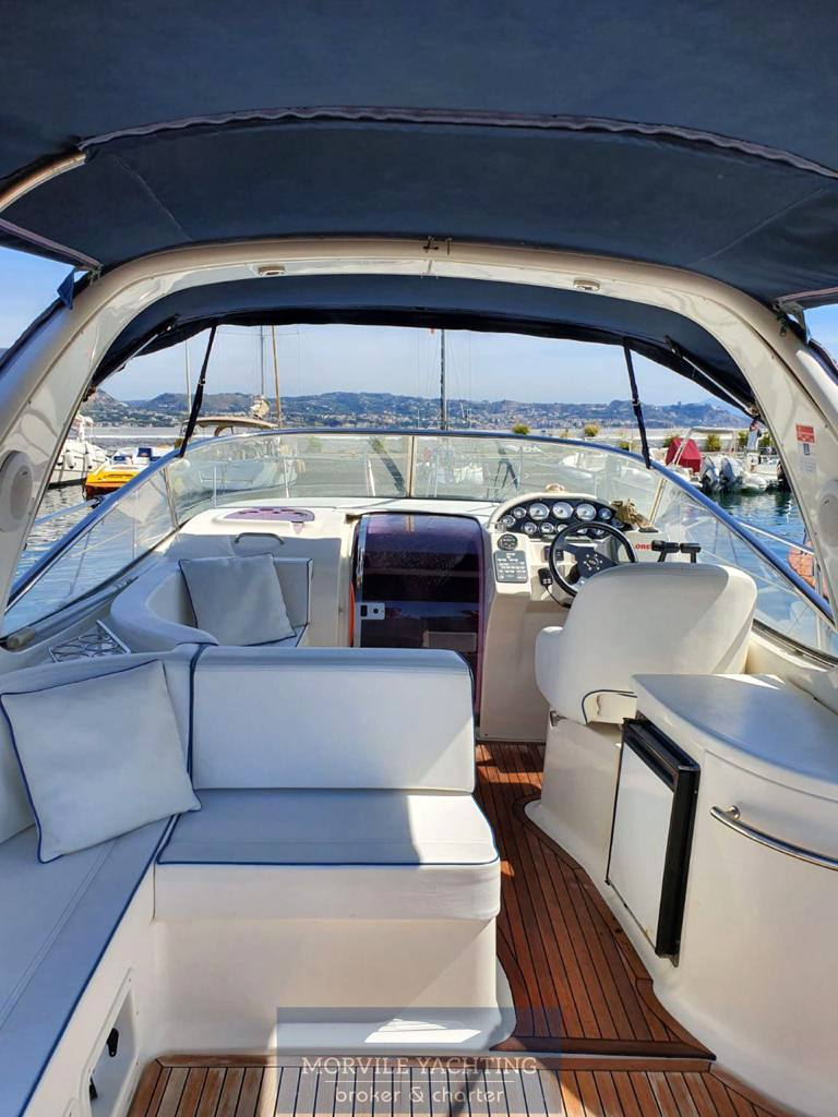 BAVARIA 32 sport motor boat