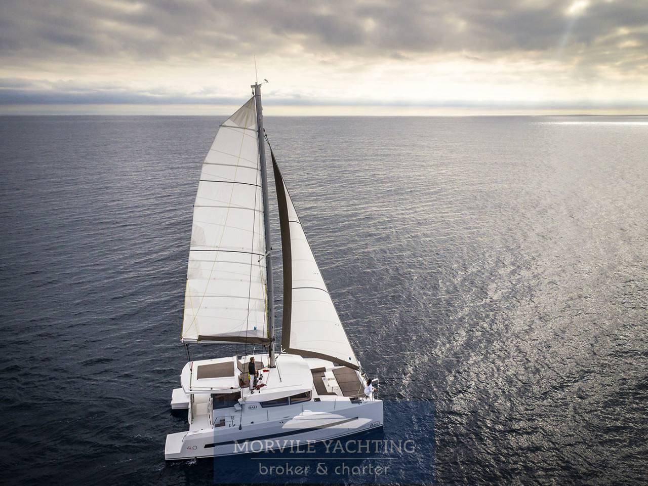 Bali 4.1 Catamarano Barca a motore charter