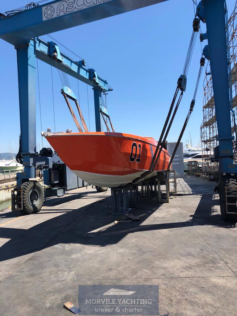 CIGARETTE Cafe racer 35 motor boat