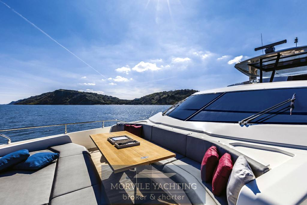 FERRETTI YACHTS 850 Barca a motore charter