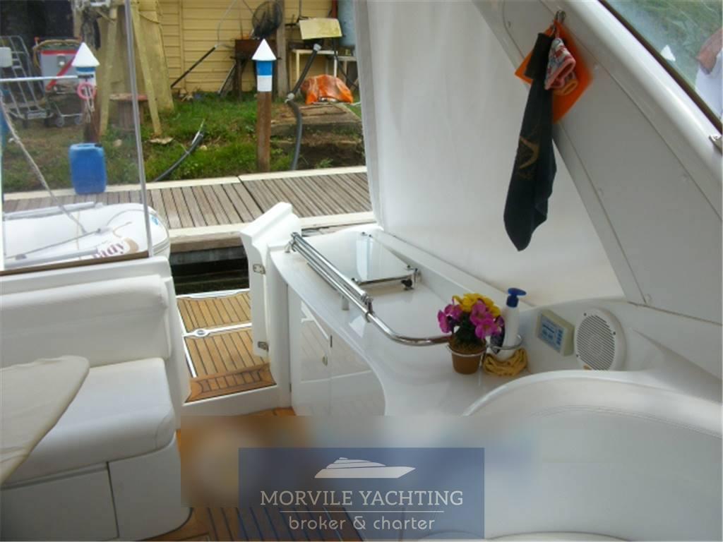 Innovazione e progetti Mira 34 Motor boat charter