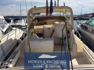 Cayman Yachts 30 walkaroud