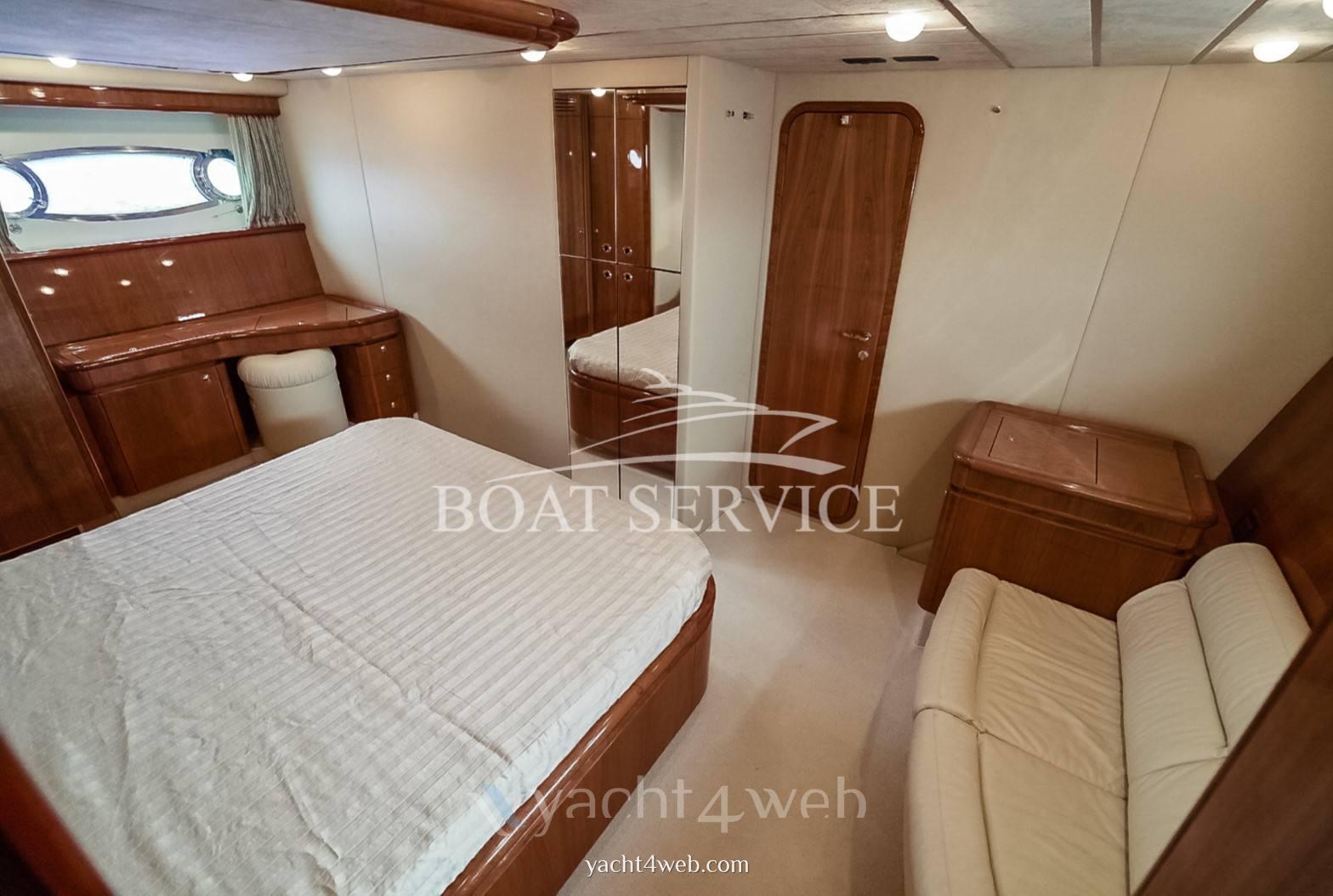 Ferretti 680 barca a motore