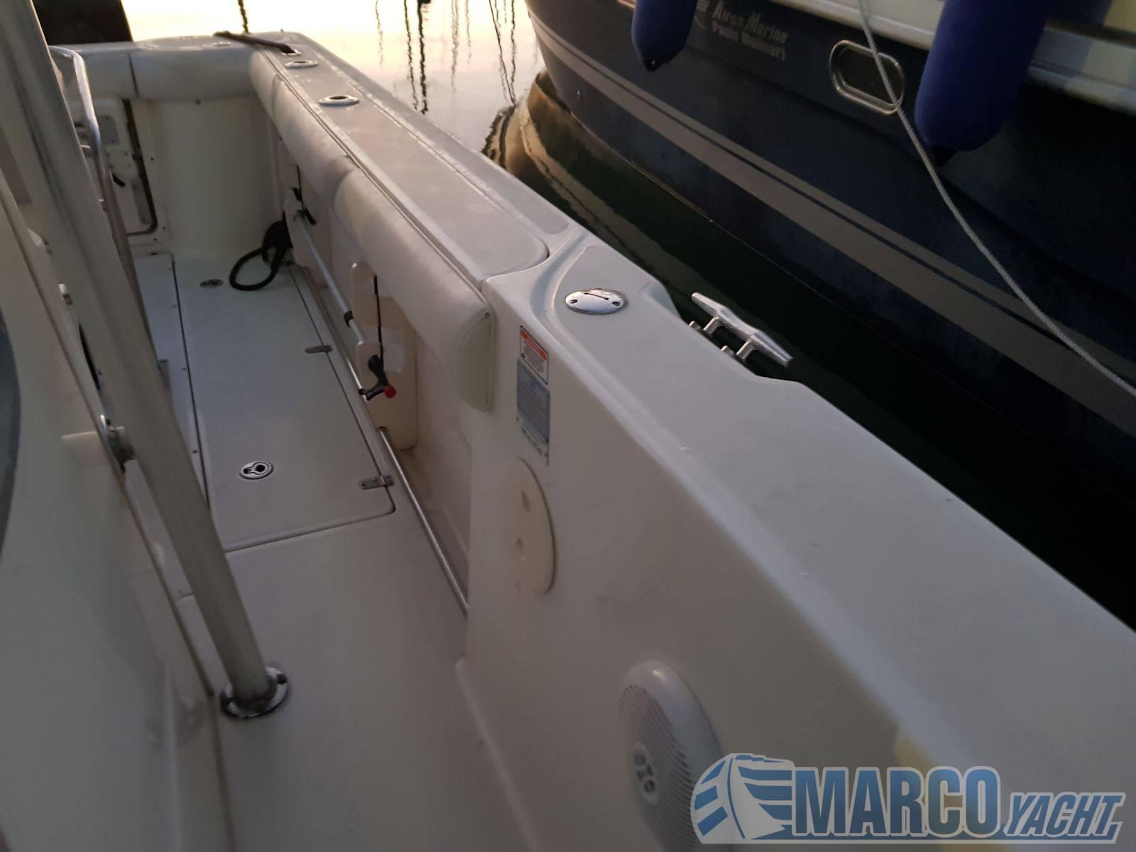 Boston Whaler Outrage 270 barco a motor
