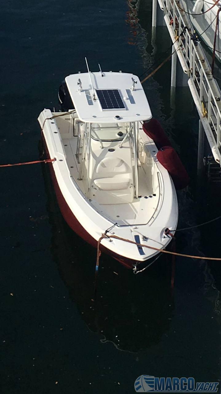 Boston Whaler Outrage 270 Walkaround