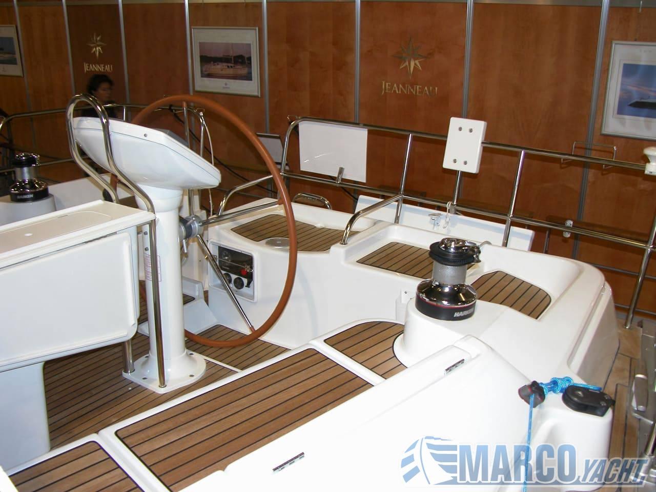Jeanneau 43 ds barca a motore
