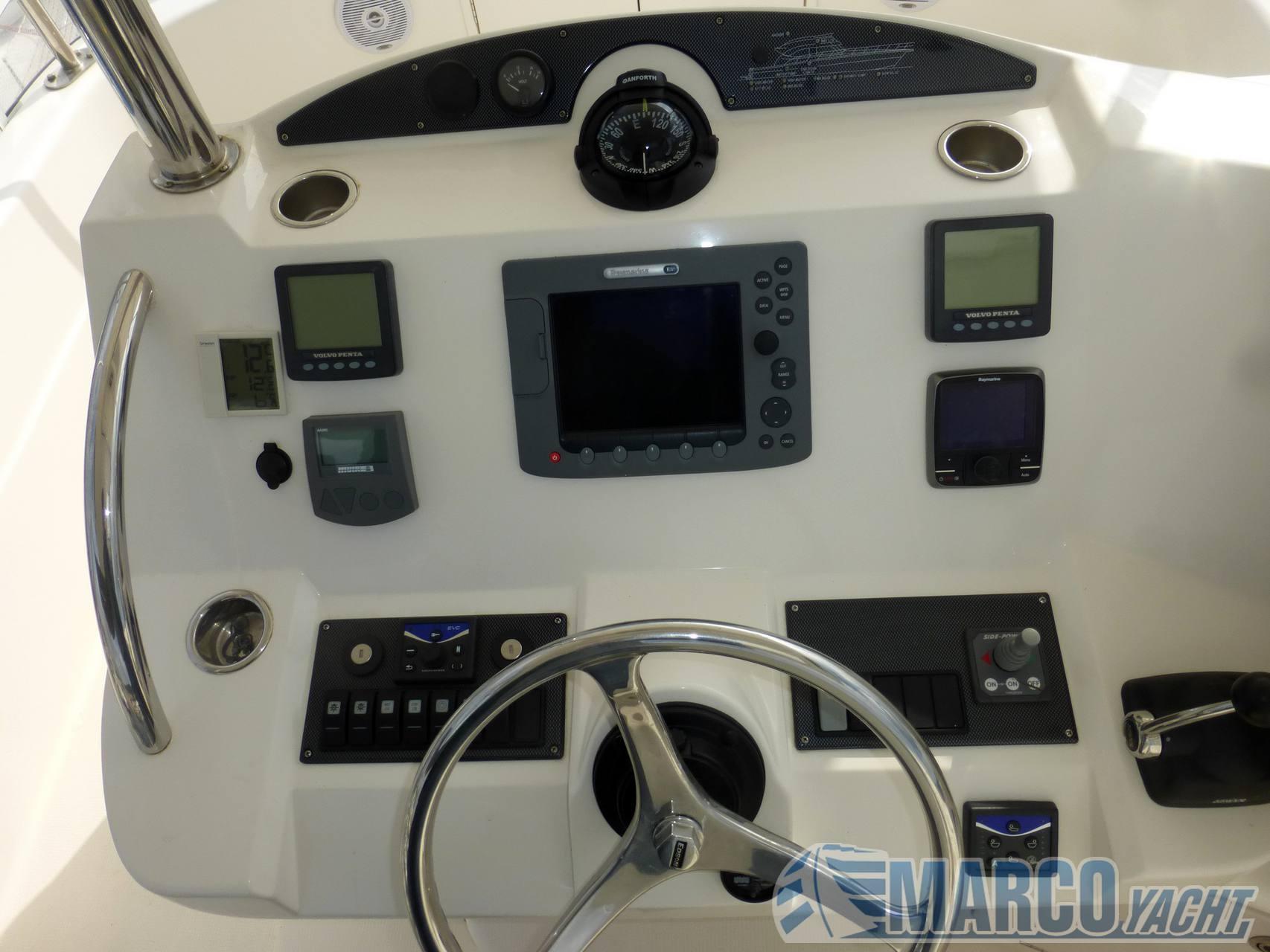 Riviera 38 t- top fly motor boat