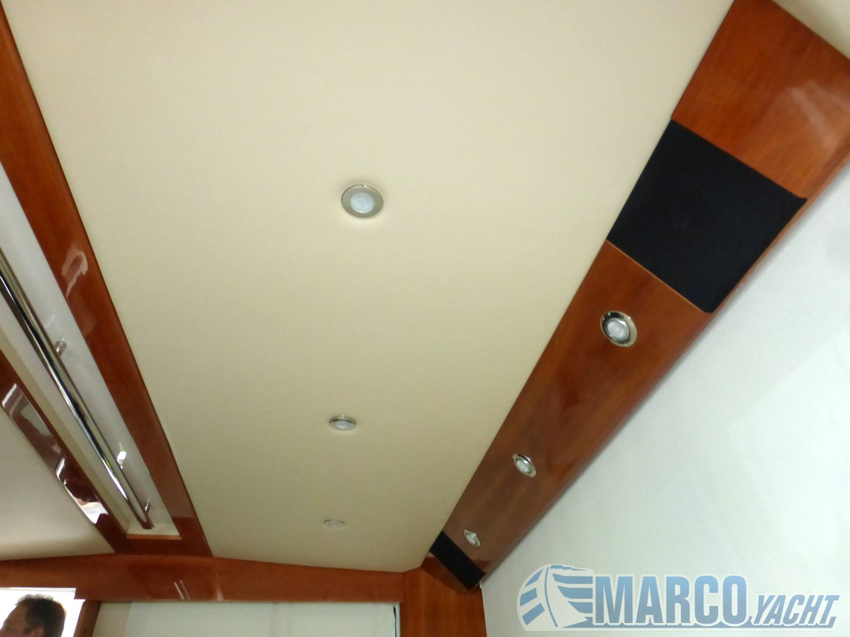 Riviera 38 t- top fly Motor boat used for sale