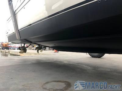 """Uniesse Open 42"""" motor boat"""