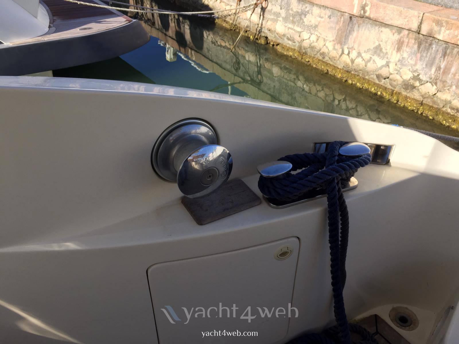 Aicon Yacht 56 fly Flybridge