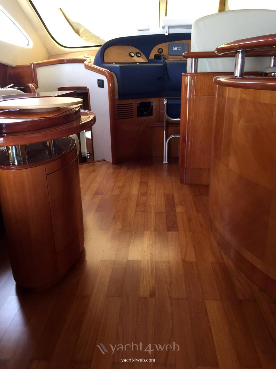 Aicon Yacht 56 fly barca a motore