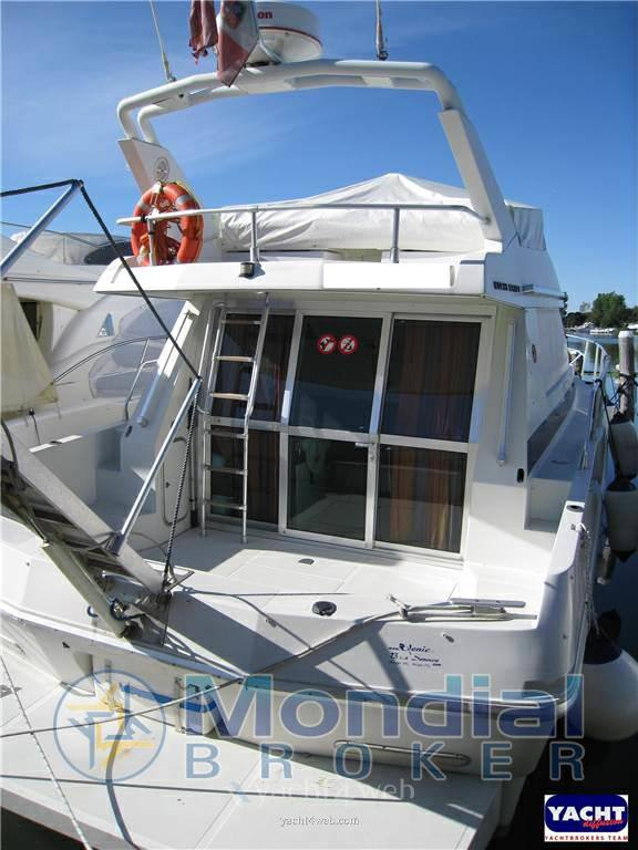 Mochi craft Dominator 40 Motor boat used for sale