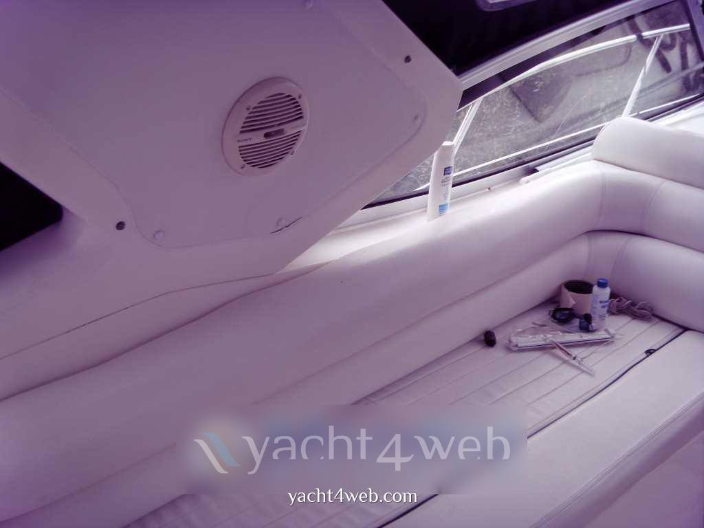 Sealine S 34 motor boat
