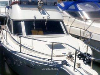 Cayman yachts 30 fly bridge
