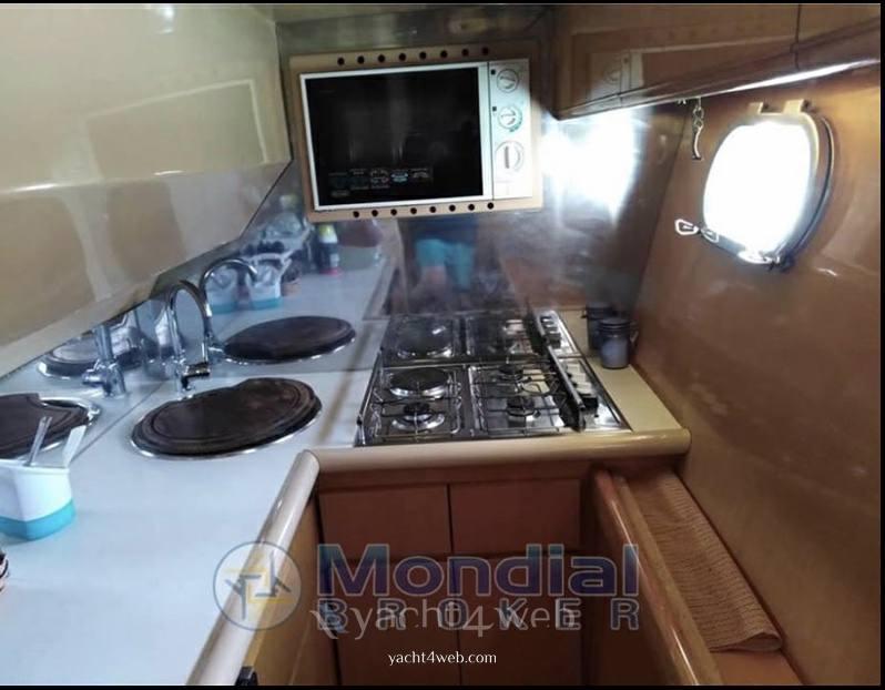 MOCHI CRAFT 44 fly motor boat