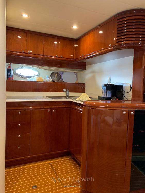 RIZZARDI 50 top line Express cruiser charter