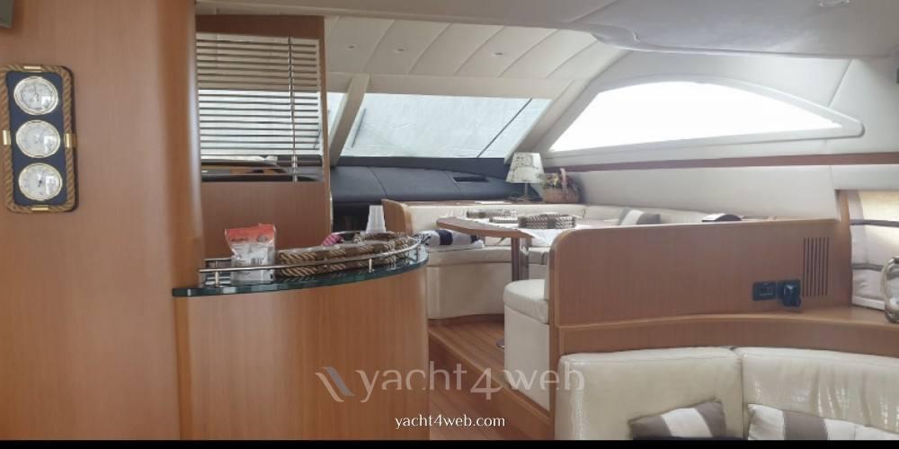 UNIESSE 58 fly motor boat