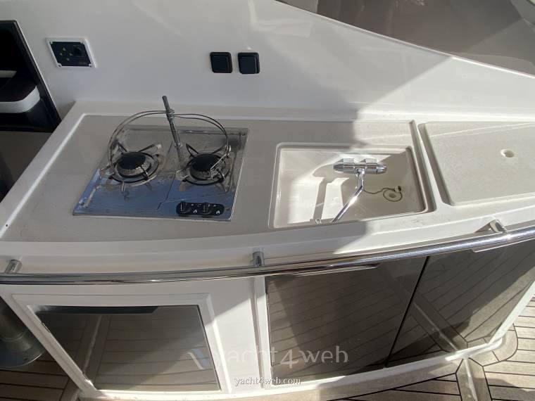 Galeon 325 hts Barca a motore usata in vendita