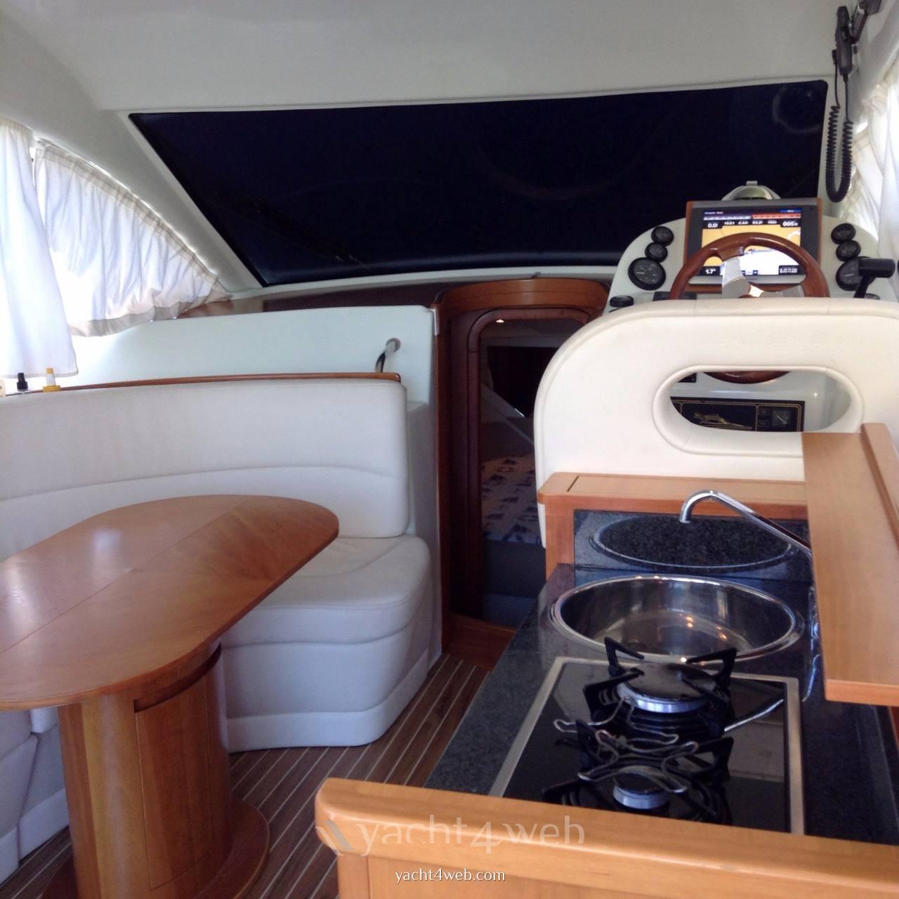 Starfisher 34 cruiser motor boat