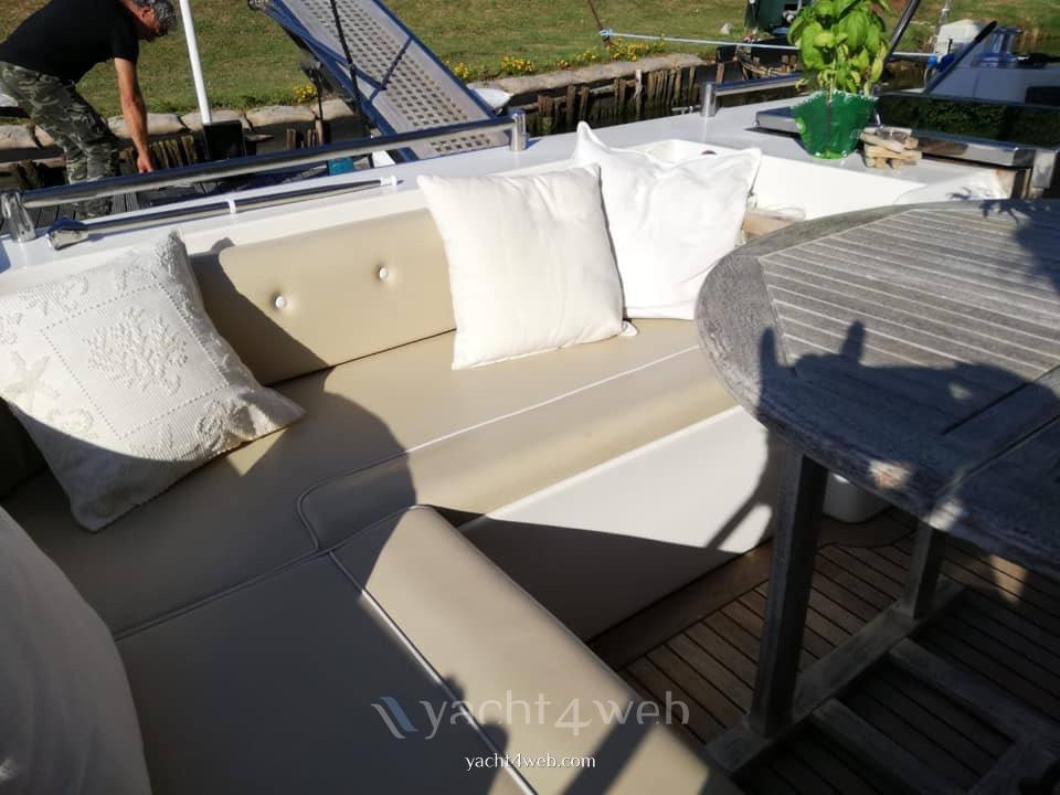 Azimut 45 fly Photo