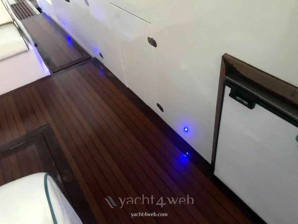 Conam Synthesi 40 bateau à moteur