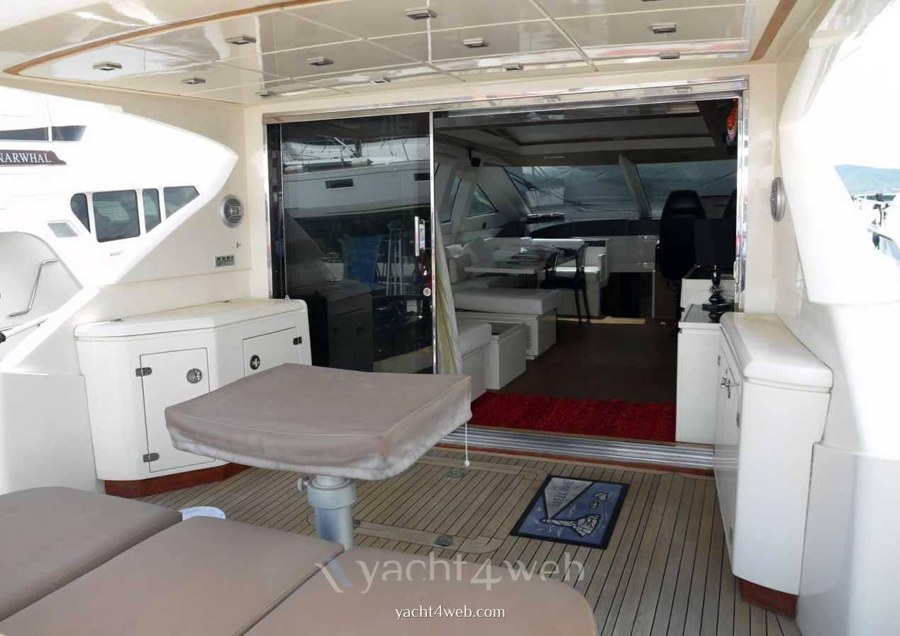 Queens 72 barca a motore