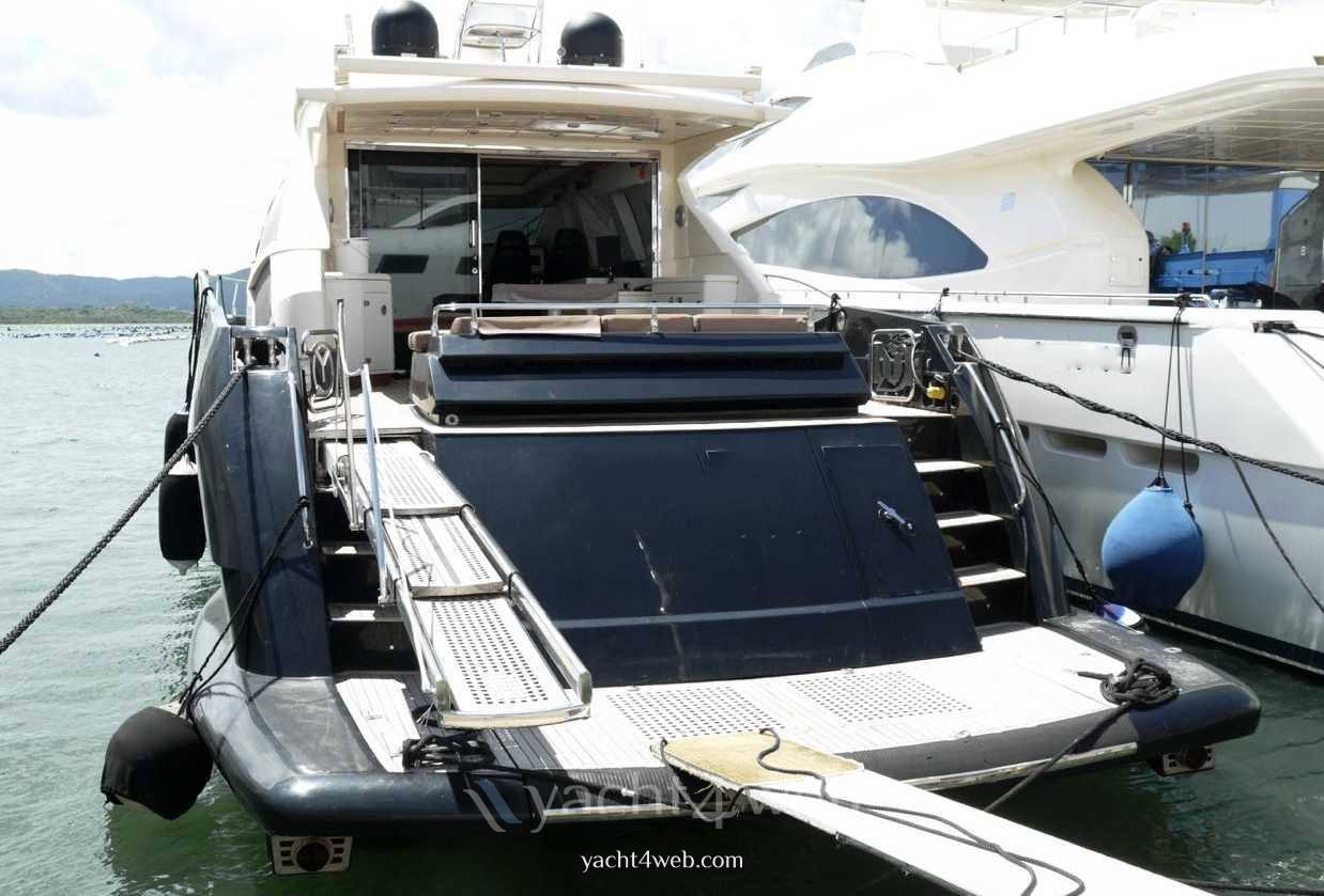 Queens 72 Barca a motore usata in vendita
